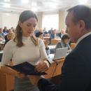 Вручение дипломов ректором университета студентам окончивших аспиратуру в НГАСУ (Сибстрин)
