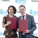 Елена Бунина (Яндекс) и Никита Анисимов (ДВФУ) подписали соглашение о сотрудничестве. Теперь курсы Яндекса включены в расписание студентов-айтишников