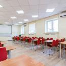 Аудитории в обязательном порядке оснащены современным оборудованием и проектором для комфортного обучения студентов
