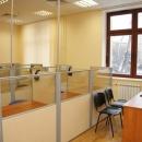 Лингафонный кабинет состоит из рабочего места преподавателя со специальным столом, оборудованным пультом управления, аудио-гарнитурой (наушниками с микрофоном), устройствами для воспроизведения фонограмм и рабочих мест учащихся с лингафонной кабиной.