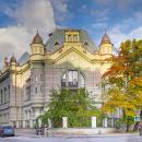 Первый корпус ЛЭТИ, старейший, построенный в1903 году  архитектором А.Н. Векшинским, является парадным фасадом университета. В нем располагается библиотека, читальные залы, а также большие аудитории и часть лабораторных комплексов.